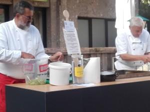 Köche bei den Vorbereitungen